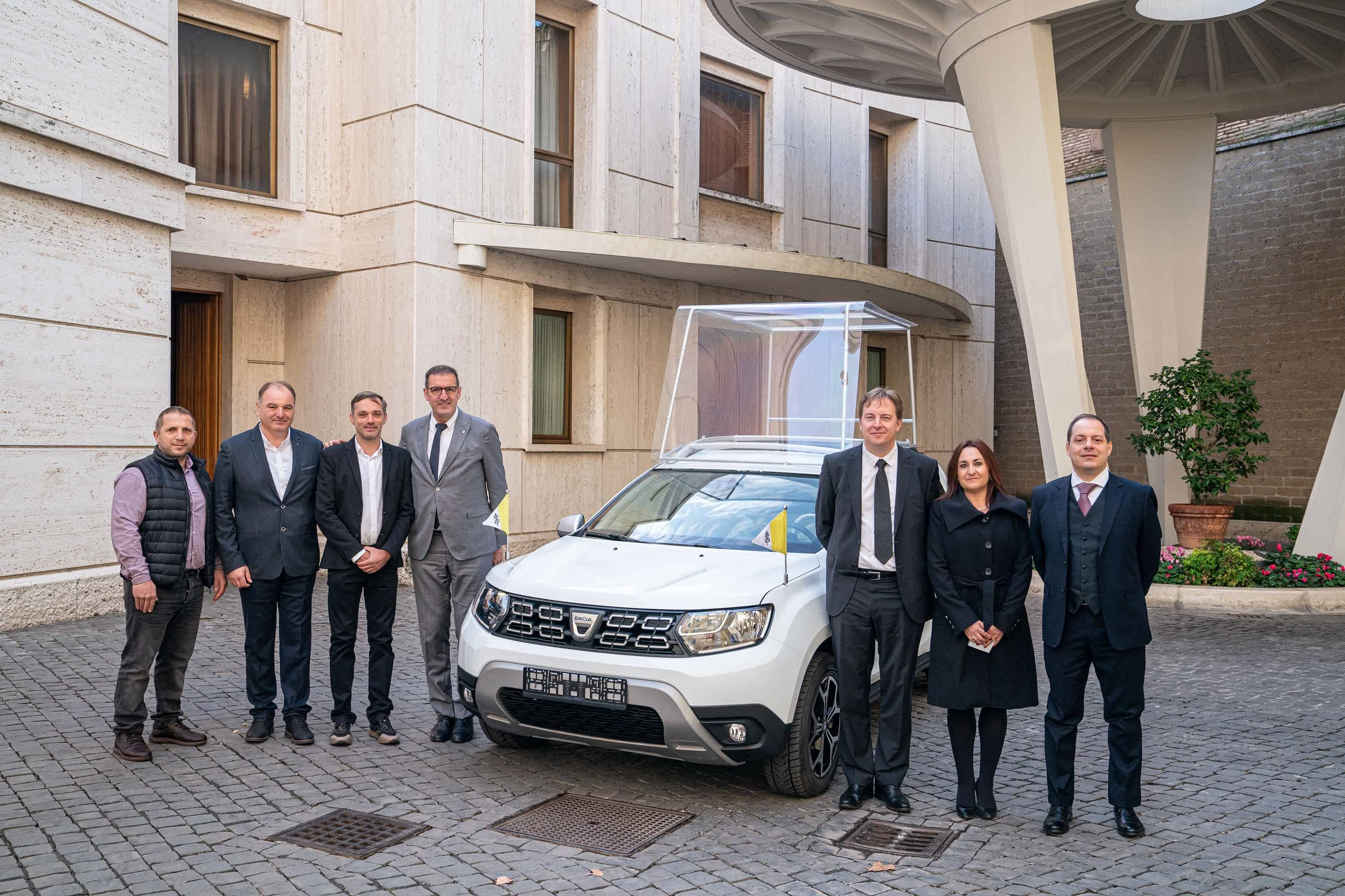 GROUPE RENAULT DELIVERS AN EXCLUSIVE DACIA TO POPE FRANCIS (1) (1)