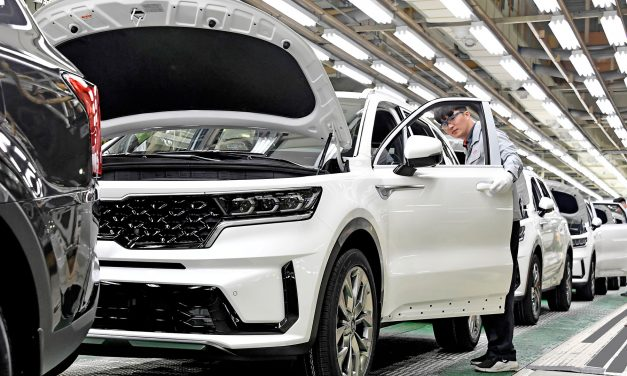 New Kia Sorento Hybrid Production Gets Under Way.