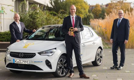 NEW OPEL CORSA-E CROWNED BEST SMALL CAR AND WINS GOLDEN STEERING WHEEL 2020.