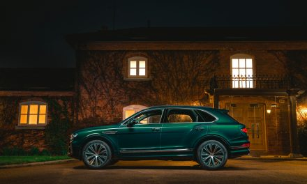 Inspired by purity, resplendent in green – a one-off Bentayga Hybrid.